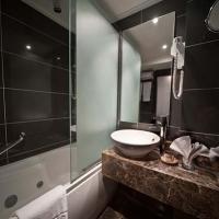M/S Farah Royal Suite Bathroom