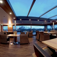 Captain's Club with Retractable Roof